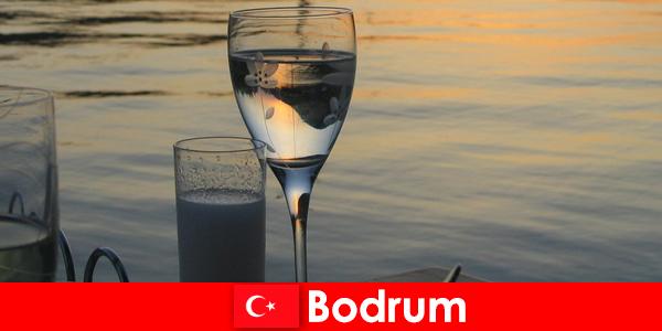In Turkije zijn discotheken en bars in Bodrum voor jonge toeristen