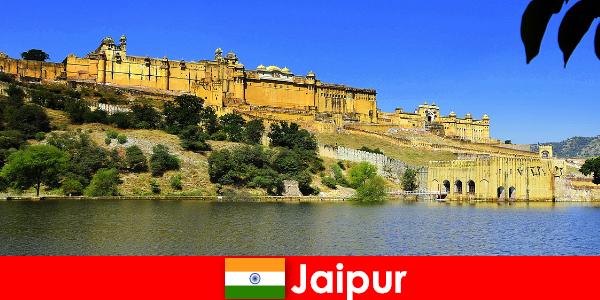Vreemdelingen in Jaipur houden van de machtige tempels