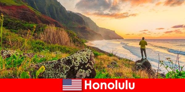 Honolulu staat bekend om de stranden, de oceaan, zonsondergangen voor wellness- en ontspanningsvakanties