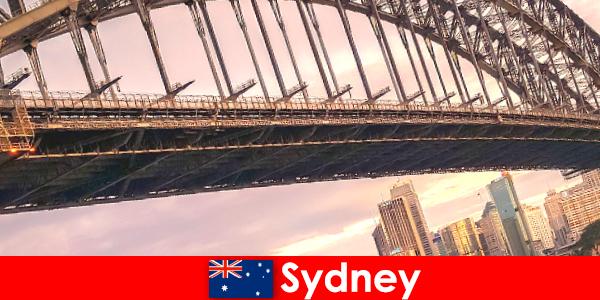 Sydney met zijn bruggen is een erg populaire bestemming voor reizigers in Australië