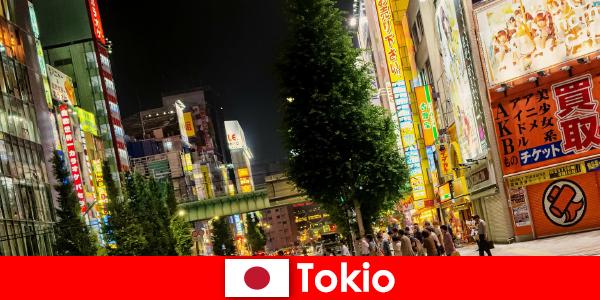Moderne gebouwen en oude tempels maken Tokio onvergetelijk voor buitenlanders